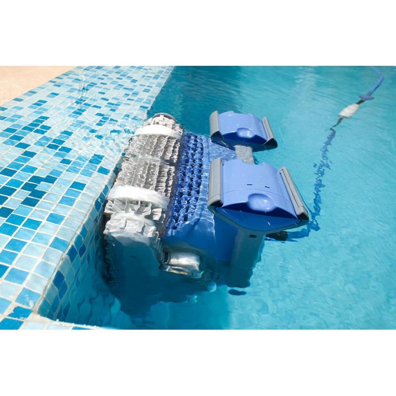 immersion du robot de nettoyage de piscine DOLPHIN M400- Aboral Shop Poitiers Sud